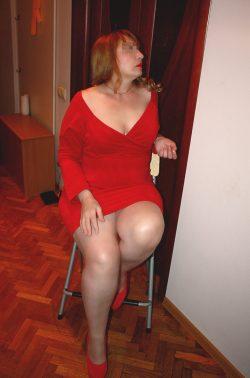 Стройная, симпатичная блондинка пригласит в гости мужчину для интимных встреч в е